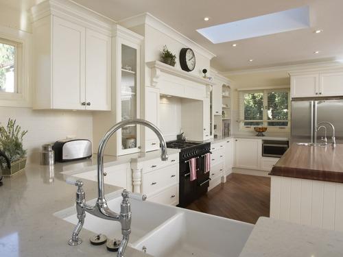 Kuhinja je prostor namijenjen prvenstveno za pripremu hrane, objedovanje i čuvanje namirnica